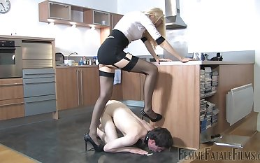 Mistress Eleise de Lacy puts a sissy loser upon his place