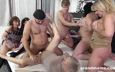 Granny Prearrange sex orgy - euro porn with old matures