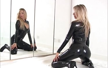 Latex loving blonde bombshell Nadia