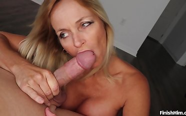 Matured blonde tie the knot Dani Incident knows how to make her man exclaim