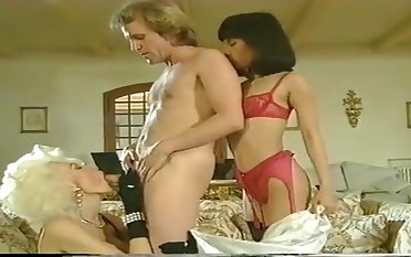Hot retro MILF Dolly Buster porn video