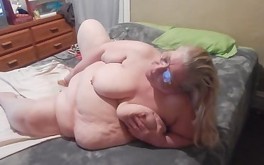 This obese bitch is a queen of self pleasuring and she is so passionate
