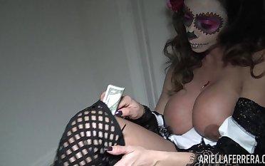 Popular adult actress Ariella Ferrera is jilling off her snatch