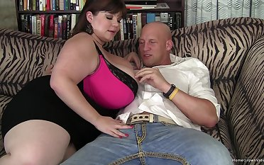 Amateur BBW Lexxxi Luxe is a compass queen who cant cool one's heels more have that fat pussy plowed!