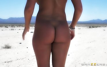 Anal loving wife Alexis Monroe rides her husband with regard to the desert