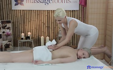 Fair-skinned blonde Layla Wagner receives a difficulty hottest lesbian massage