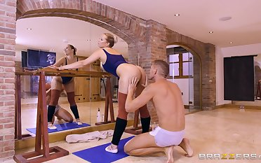 Thick babe Nikky Dream's sexual capers in a workout studio
