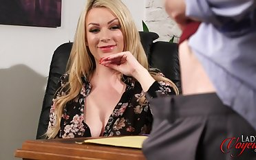 Blue blonde boss Penny Lee watches their way assistant masturbating