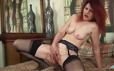 Video of tyro redhead cougar Cee Cee laying here her pussy
