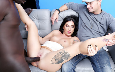 Italian Wife Sabrina Ice Makes Swarthy Bull Creampie Her in Conduct oneself of Cuckold