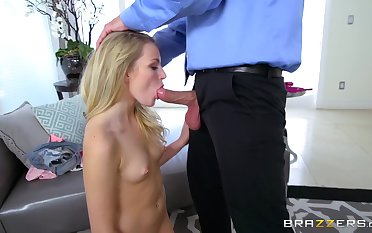 Upside down oral foreplay before stepdaddy ruins her cunt