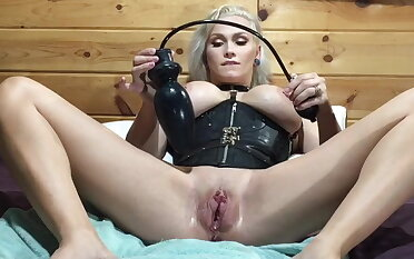 Huge expandible circular for my pussy