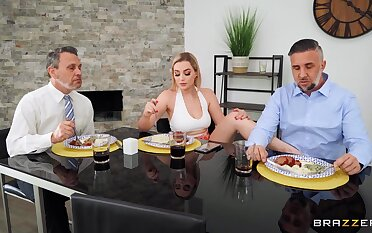 Fine tow-haired wife dazzles with on the mark foot fetish play