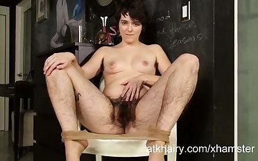 Harley Hex is so hairy! Lets watch her masturbate!