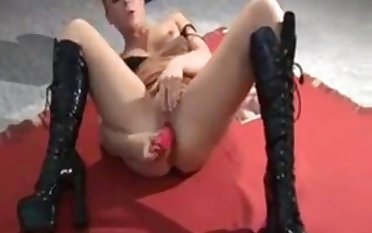Dansk Lucy fuck her tight pink pussy use toy