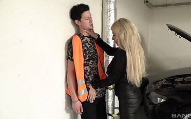 mature blonde gives the best blowjob ever to her young team up
