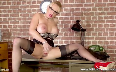 Blondie big knockers Secretary Mature Tara Spades wanks on desk at hand nylons heels