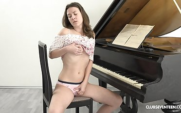 Masturbating for everyone day is the favorite vitality be expeditious for Alessandra Amore