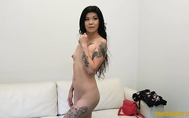 Akasha Coliun puts a finger on her clit during a sex for saving except cum