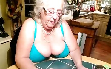 Amateur Beamy Boobs Granny Webcamera Show