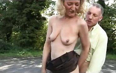 Unprofessional outdoor blowjob