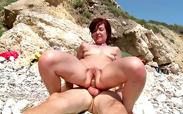 Hot mature gets a young dick nearly devour her shut holes