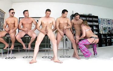 Group of hunks ahead to their simulate with this top blonde